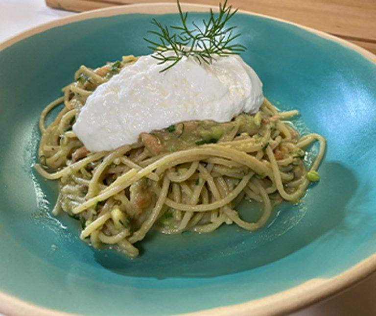 Spaghetti με σολομό και σάλτσα αβοκάντο