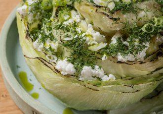 Σαλάτα μαρούλι με άνηθο και φέτα