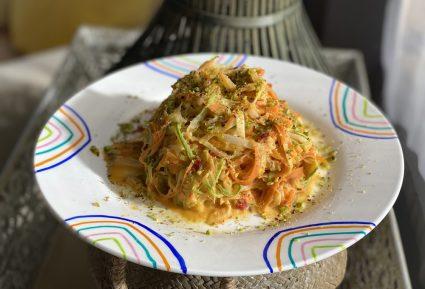 Λιγκουίνι λαχανικών με χούμους-featured_image