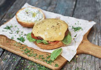 Vegan μπιφτέκια με φυτικό τυρί