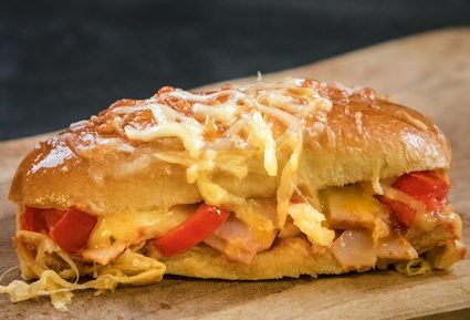 Pizza sandwich με τυρί και σαλάμι-featured_image